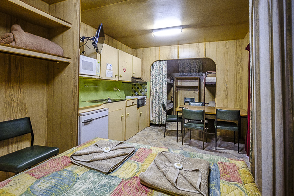 standard cabin oasis camping coober pedy 2