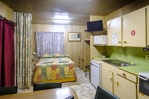 standard cabin oasis camping coober pedy